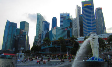 Marina Bay Walking Tour: Glutton's Bay, Esplanade and The Merlion Park